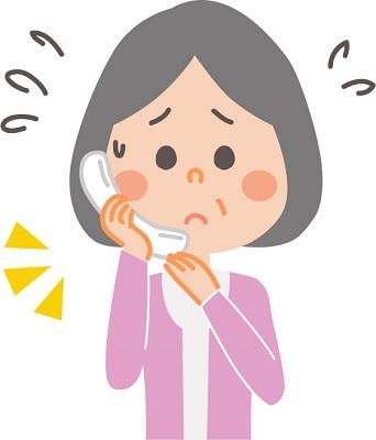 400電話で困る年配の女性